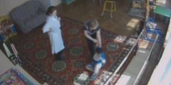 В Сургуте осудили воспитательницу, сломавшую руку слепому мальчику-инвалиду