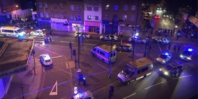 В Лондоне фургон наехал на выходящих из мечети людей