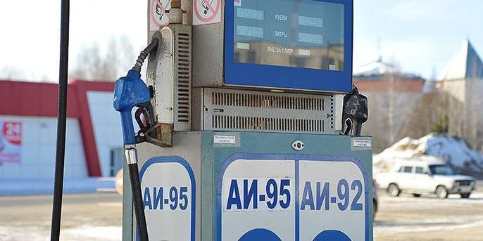 За месяц бензин в России подорожал на 5,6%
