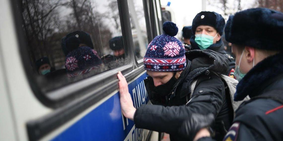 Волонтеры осудили вовлечение детей в митинги