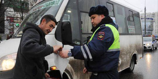 Мигрантов в России обяжут получать новые водительские права