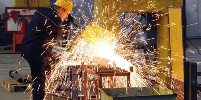 Объемы промпроизводства в России в 2015 году сократятся на 2—2,5%