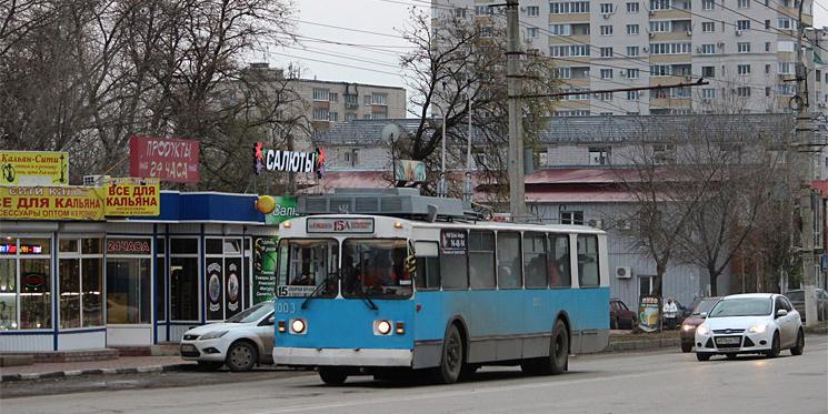 В Волгограде женщине-кондуктору сломали ребра и вывихнули пальцы за требование надеть маску