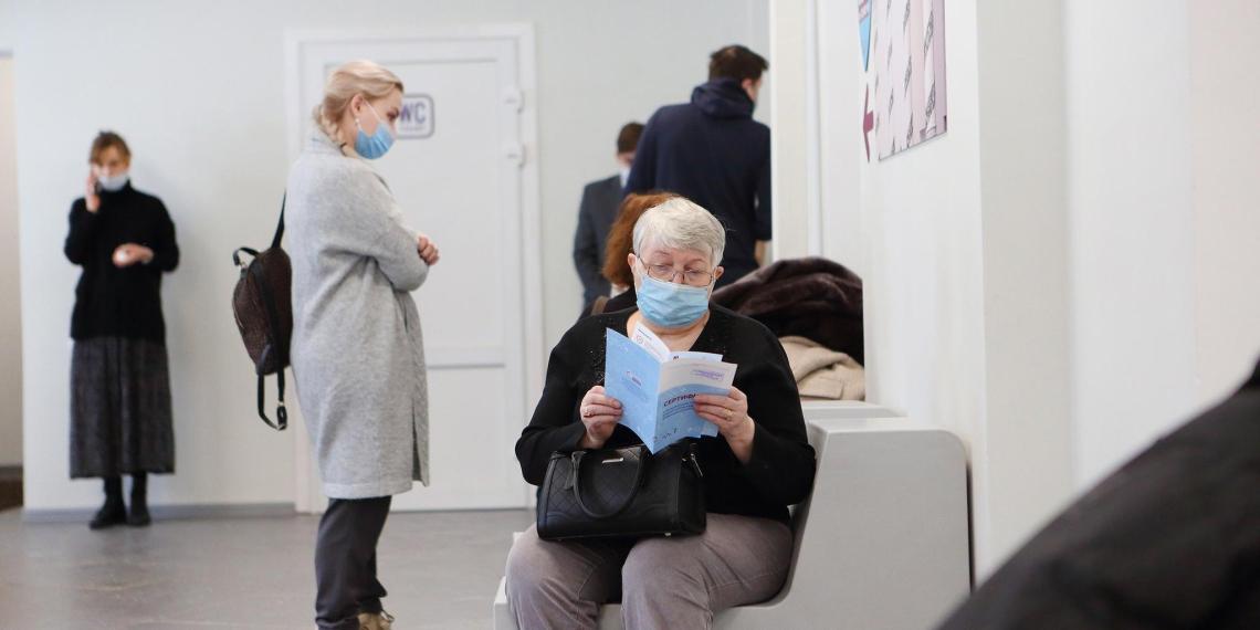 Власти Москвы рассказали о спаде заболеваемости коронавирусом во всех возрастных группах