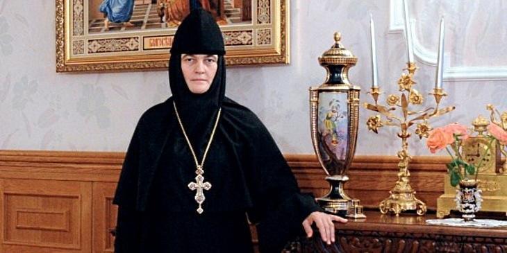 Патриарх Кирилл призвал настоятельницу Покровского монастыря избавиться от скандального Mercedes S-класса
