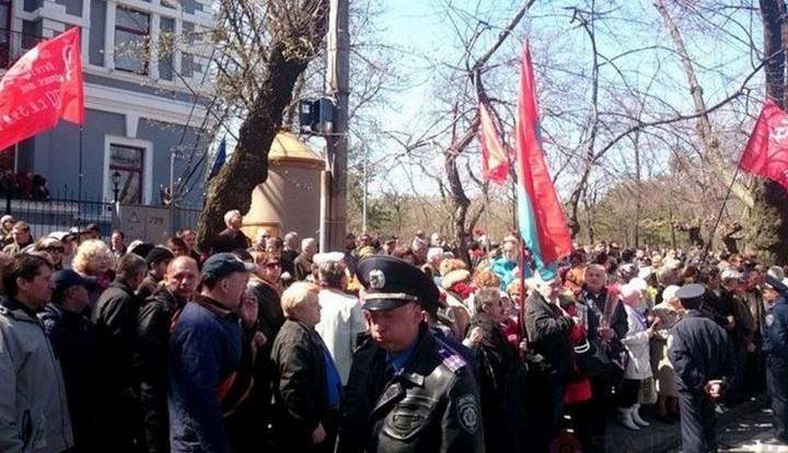 """Одесса встретила Порошенко скандированием """"фашизм не пройдет"""""""