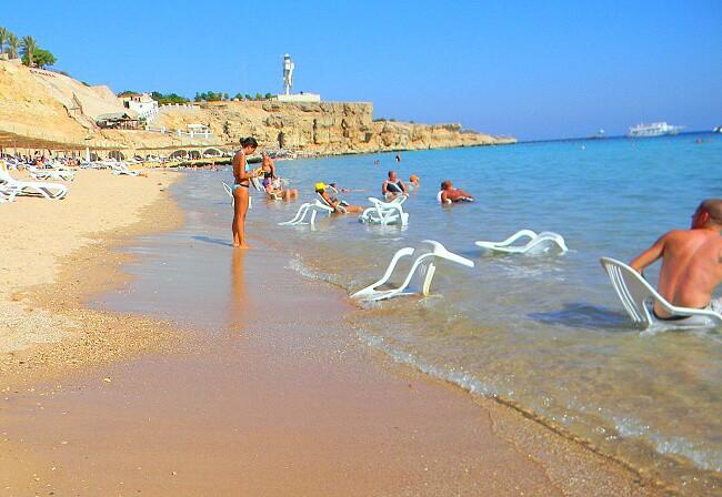 Россиянам рекомендуют не покидать пределы курортных зон в Египте