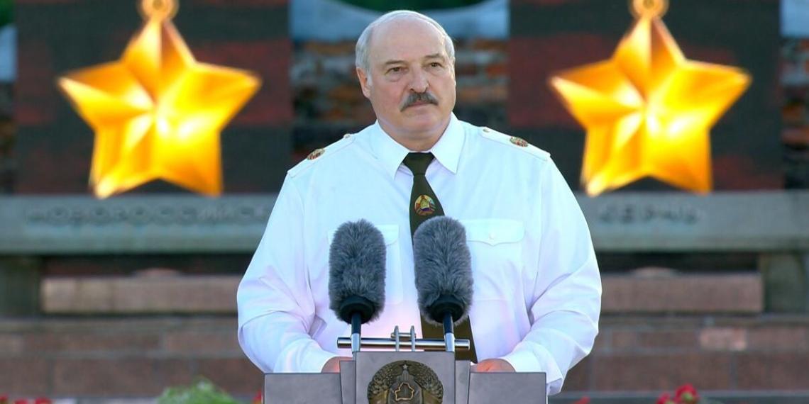 Лукашенко захотел увидеть немцев на коленях перед белорусским народом