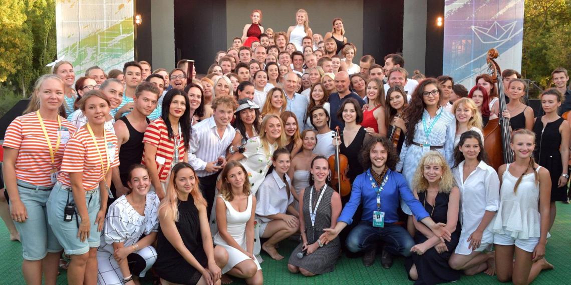 Россияне заметили возросшую потребность в участии молодежи в общественной жизни страны