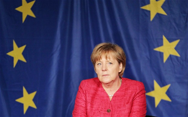 Меркель выступила против выхода Греции из еврозоны