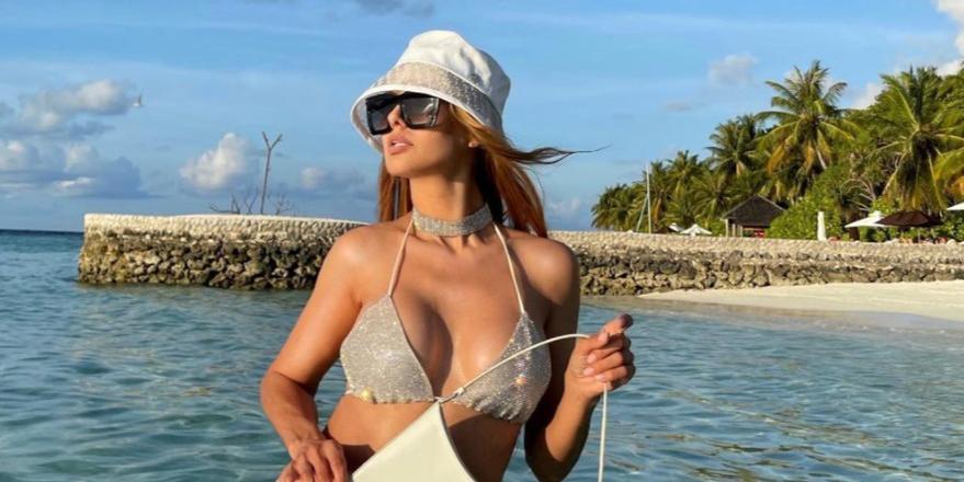 Мокрая Виктория Боня показала голую грудь, устроив горячую фотосессию в ванной