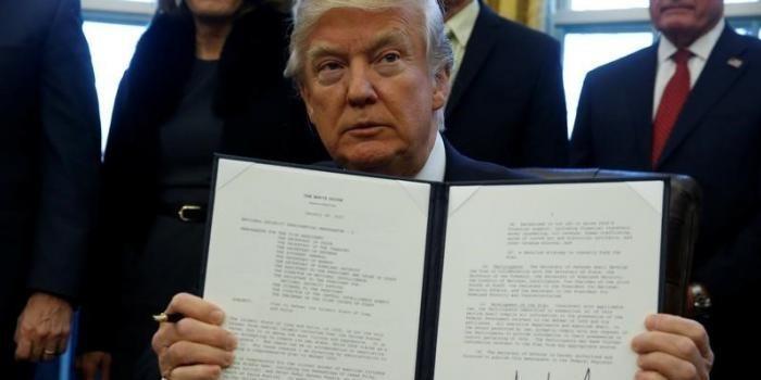 Трамп запретил чиновникам лоббировать интересы других государств