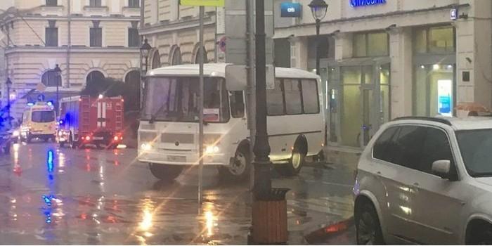 """В Москве мужчина угрожает взорвать отделение """"Ситибанка"""""""