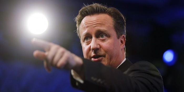 Кэмерон пугает британцев Россией, убеждая остаться в ЕС