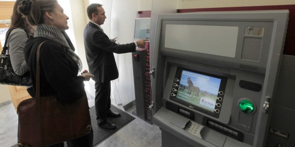"""В Москве банкомат """"подарил"""" безработному полмиллиона"""