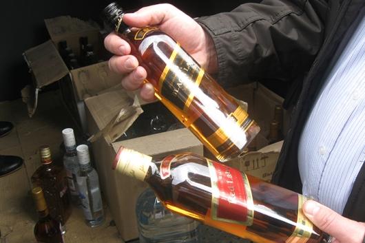Российский бюджет теряет до 50 млрд руб. в год от нелегальной торговли алкоголем