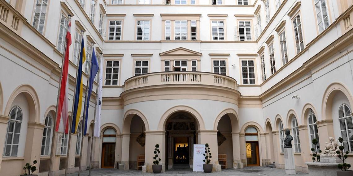 Австрия впервые высылает российского дипломата