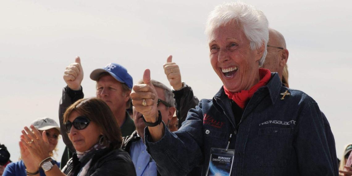 Джефф Безос возьмет с собой в космос 82-летнюю бабушку