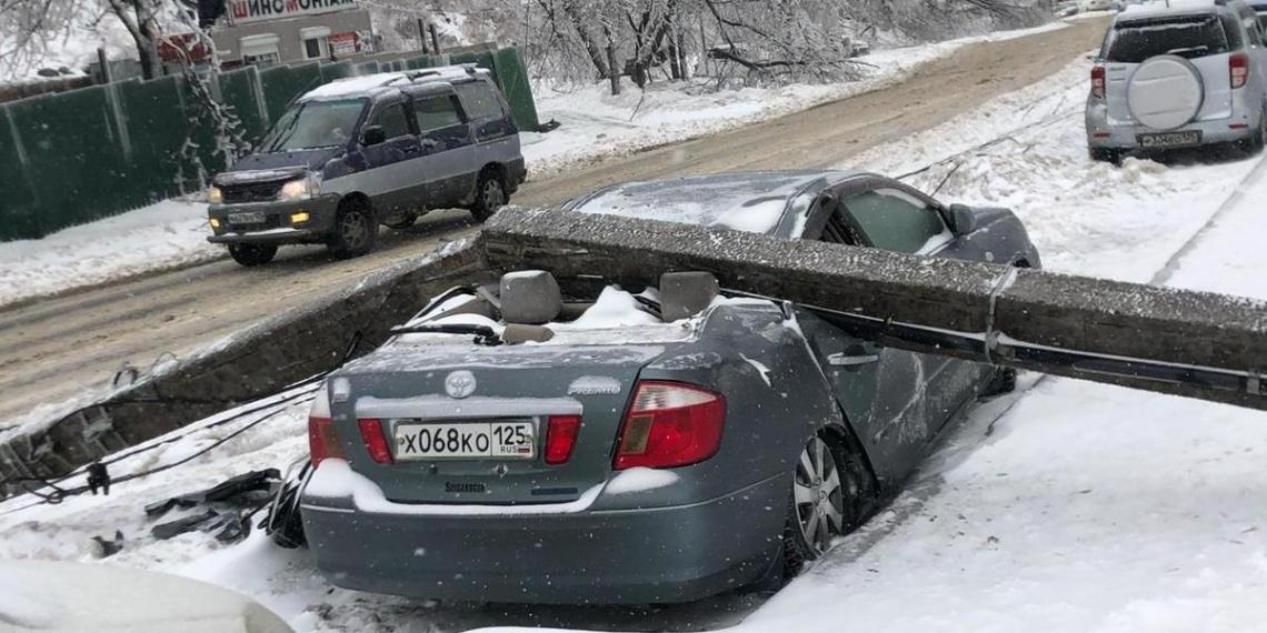 Аномальные осадки оставили жителей Владивостока без света и тепла. Фото и видео из покрытого льдом города