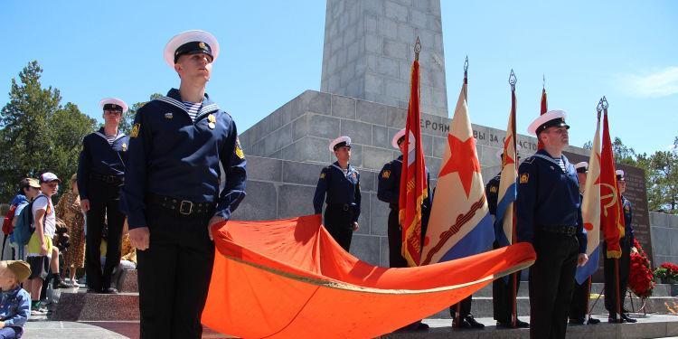 На Сапун-горе в Севастополе прошли две военно-исторические реконструкции