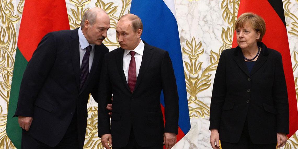 Лукашенко не захотел разговаривать с Меркель и через Путина попросил не вмешиваться