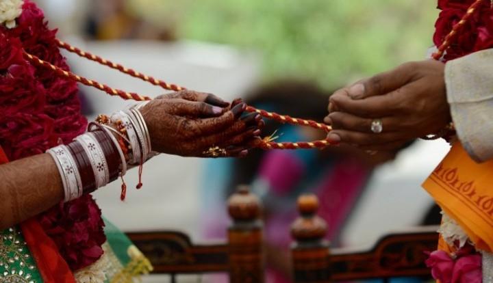 В Индии девушка сменила жениха во время свадьбы