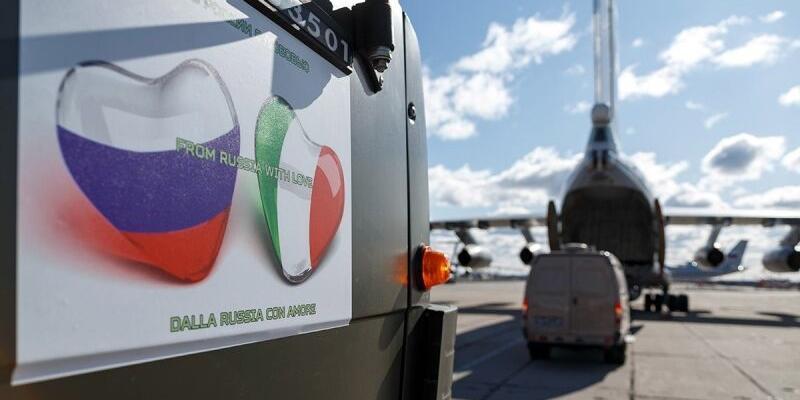 """Российское посольство ответило итальянской газете на статьи о """"ненужной помощи"""""""