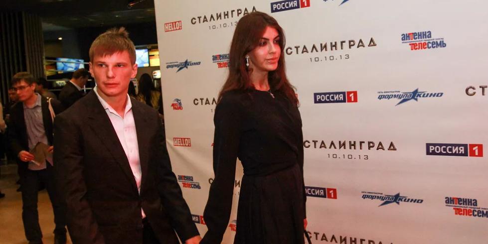 Экс-супруге Аршавина может грозить принудительное выселение. Она проиграла суд матери футболиста