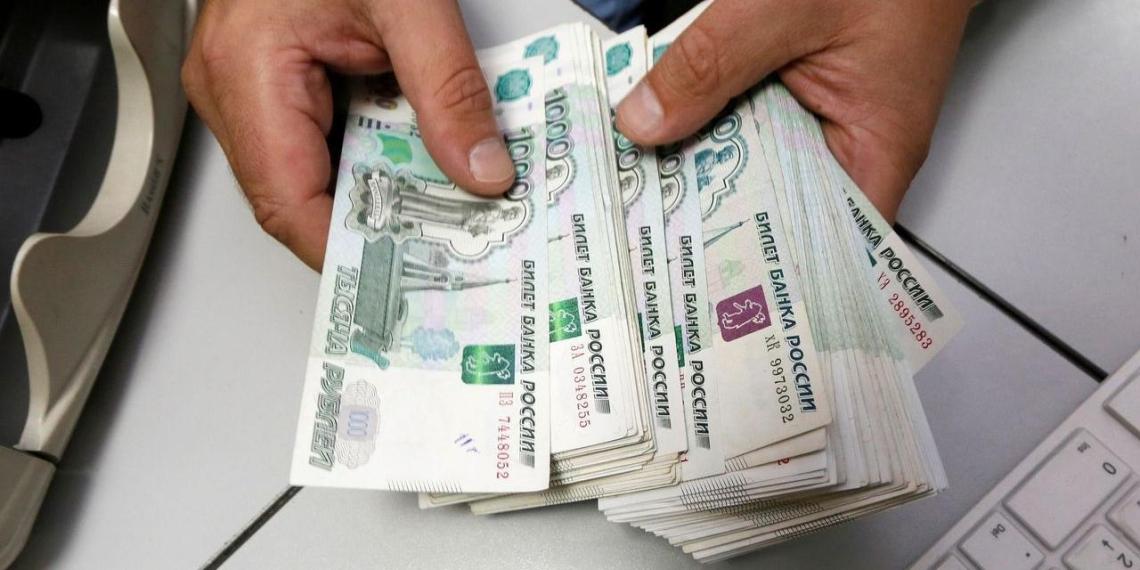 Долги россиян перед банками выросли до 13,5 трлн рублей
