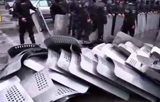 """Одесский """"Беркут"""" - сложил щиты и демонстративно ушел из оцепления"""
