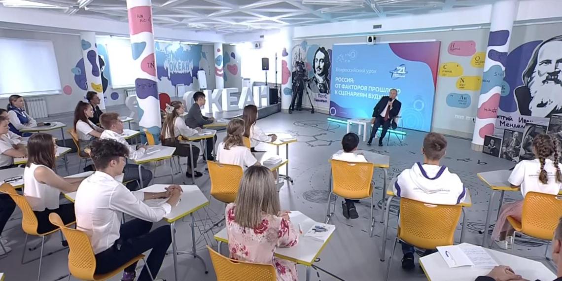 """На марафоне общества """"Знание"""" Путин назвал молодежь двигателем прорывных проектов"""