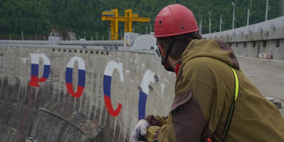 Самые большие граффити в мире появились на Саяно-Шушенской ГЭС ко Дню России