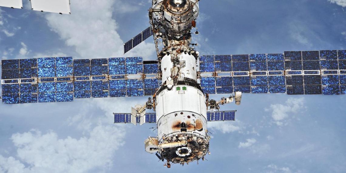 Трещину на МКС заделают смолой североафриканской хвои