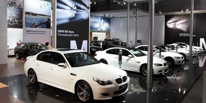 Из петербургского автосалона за 100 секунд угнали четыре BMW