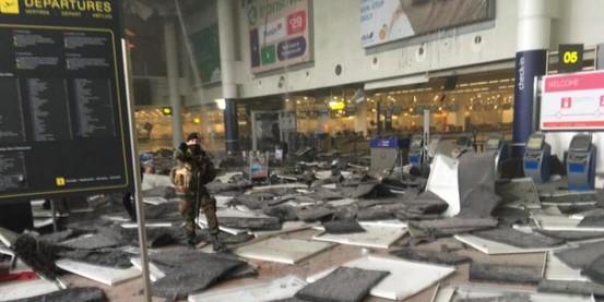 Теракт в Брюсселе: два взрыва в аэропорту, более десятка погибших