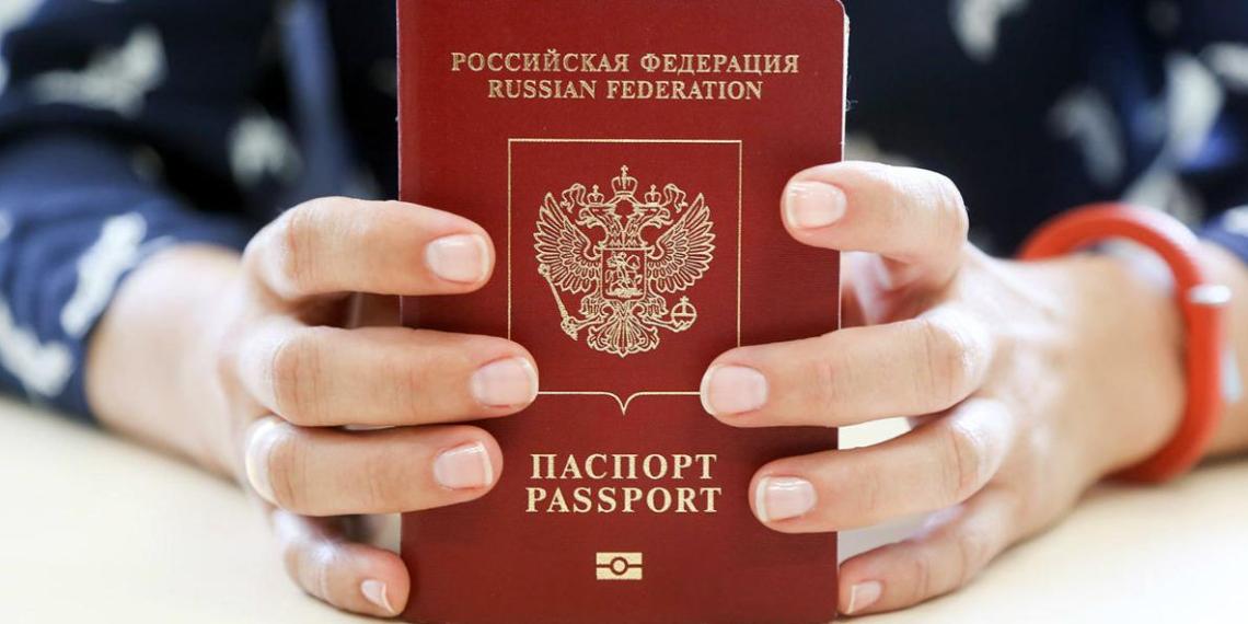 Правительство внесло в ГД закон о лишении загранпаспорта за долги