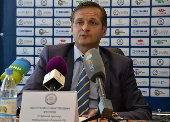Украинские тренеры по футболу получили повестки в армию