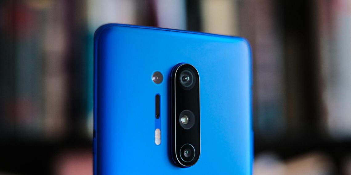 Камера нового китайского смартфона оказалась способна просвечивать одежду