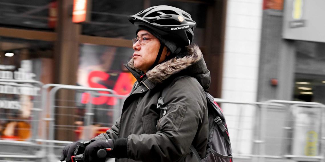 Водителей электросамокатов могут обязать надевать защиту