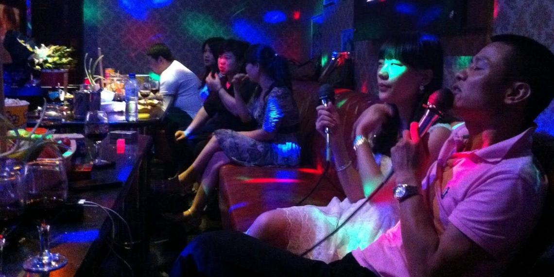 В Китае укрепят социализм черным списком песен для караоке
