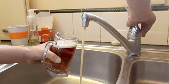 Челябинец провел в свою квартиру первый в мире пивопровод