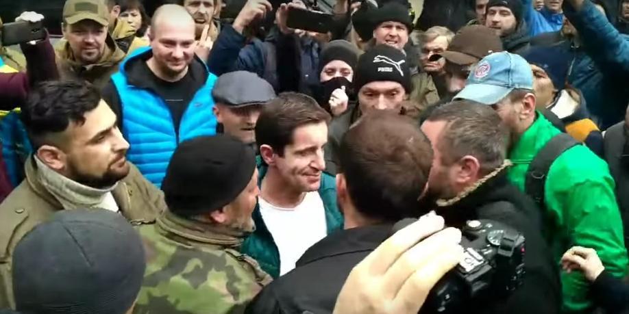 Избиение советника главы МВД Украины Шкиряка попало на видео
