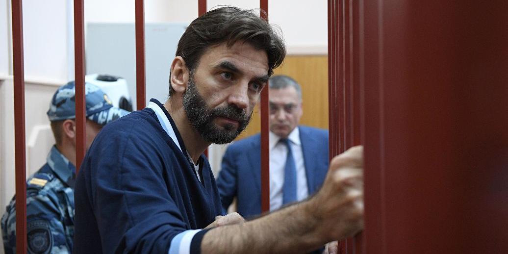 Суд арестовал почти €122 млн на счетах Абызова