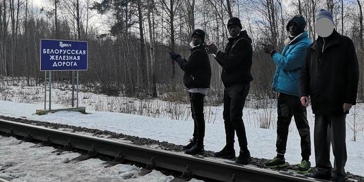 Троих африканских футболистов поймали за незаконное пересечение границы России