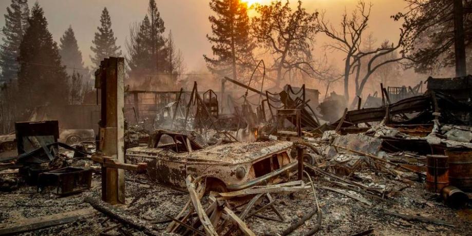 Лесной пожар уничтожил город Парадайс в Калифорнии