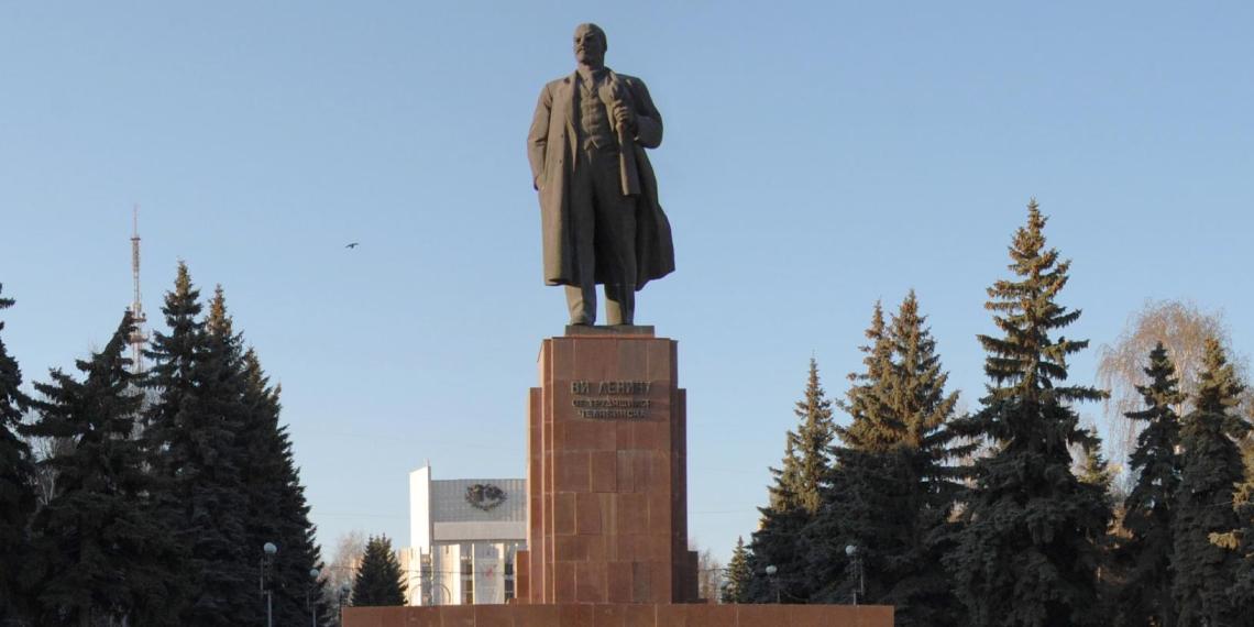 Памятник Ленину довел до суда уральскую чиновницу