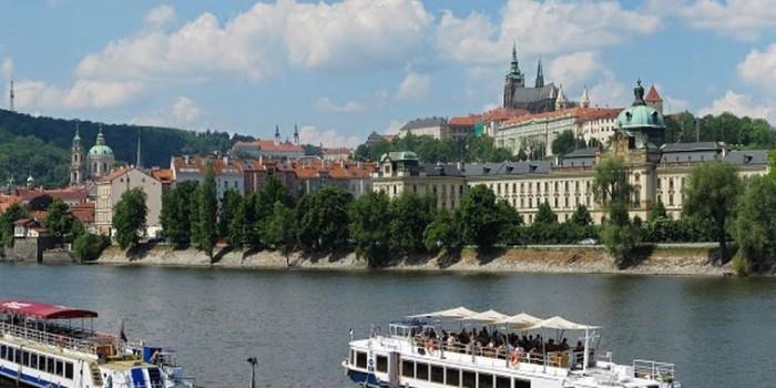 Чешские СМИ: Чехии стоит учиться у России, а не повторять американскую комедию