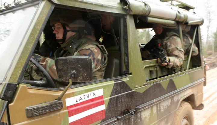 Латвийский солдат уволен из армии за поддержку России в соцсетях
