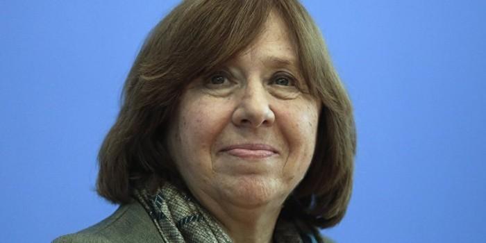 """Алексиевич рассказала Европарламенту о """"безумии"""" россиян"""