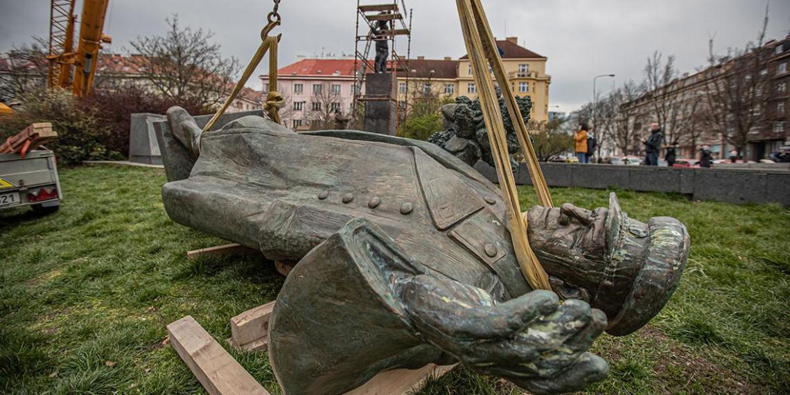 Дочь маршала Конева отреагировала на отказ Чехии передать памятник отцу в Россию
